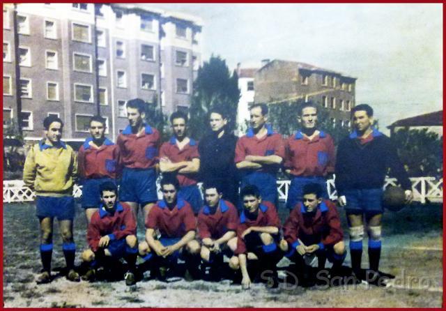 San Pedro Temporada 1959-60. De pie. Teodoro, Miguel, Ezquibela, Arregui, Felipe, Urbieta, Bilbao, Parraga, Agachados. Eguia, Tito, Angoitia, Diez y Angelin. (1).jpg
